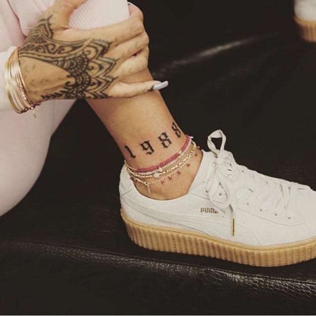 Поп-дива Рианна показало новую татуировку