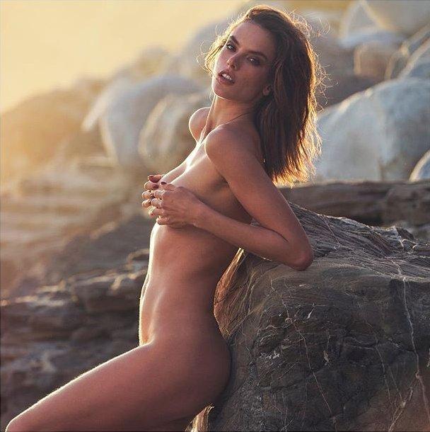 """Алессандра Амбросио: """"Мое тело стало красивее после рождения детей"""""""