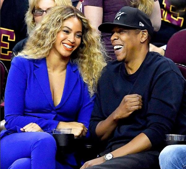 По-прежнему счастливы: Бейонсе и Джей-Зи вместе сходили на баскетбол