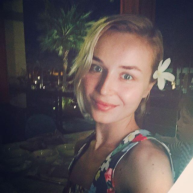 Из холода в лето: Полина Гагарина похвасталась идеальной фигурой во время отдыха