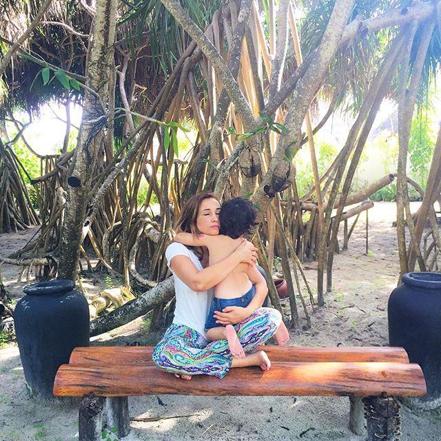 Лето среди осени: Анфиса Чехова поделилась яркими снимками с отдыха на Мальдивах