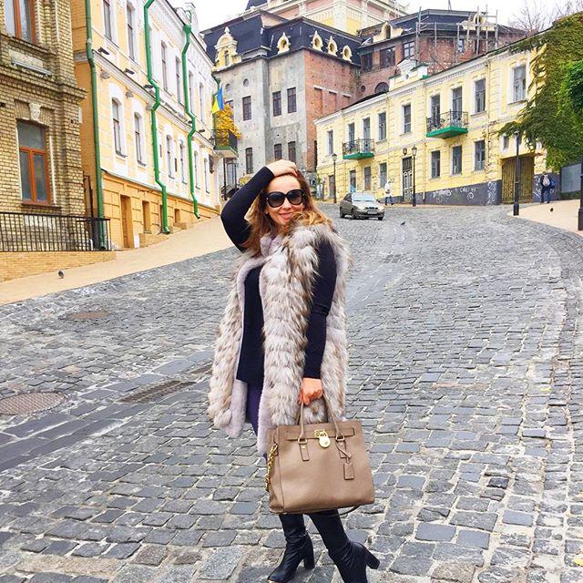 Анфиса Чехова гуляет по любимому Киеву
