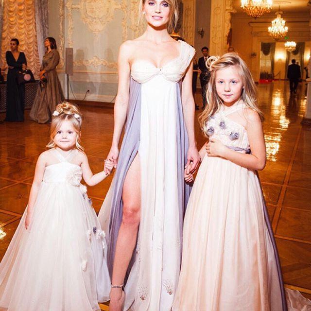 Как принцессы: Глюкоза показала своих повзрослевших дочерей