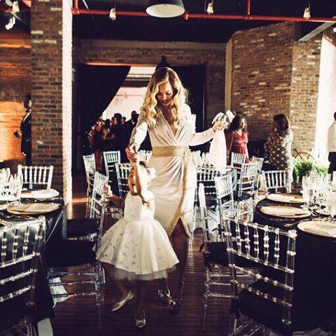 Невероятно трогательно: Бейонсе с маленькой дочерью станцевали на свадьбе друзей