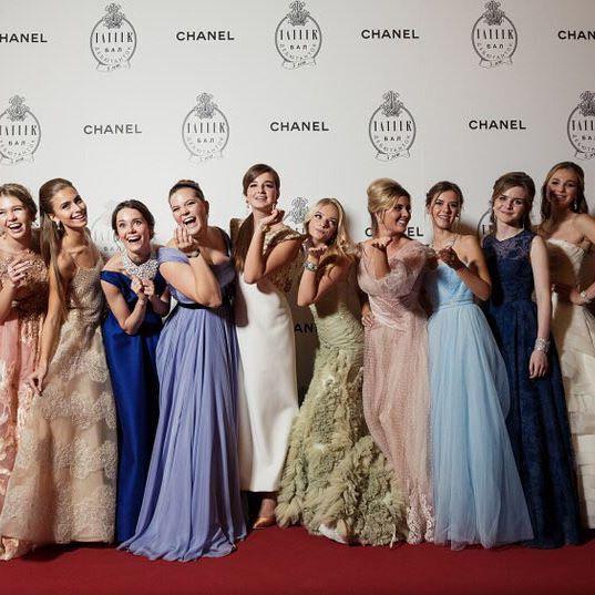 Совсем взрослая: 14-летняя дочь Веры Брежневой блестела на балу дебютанток