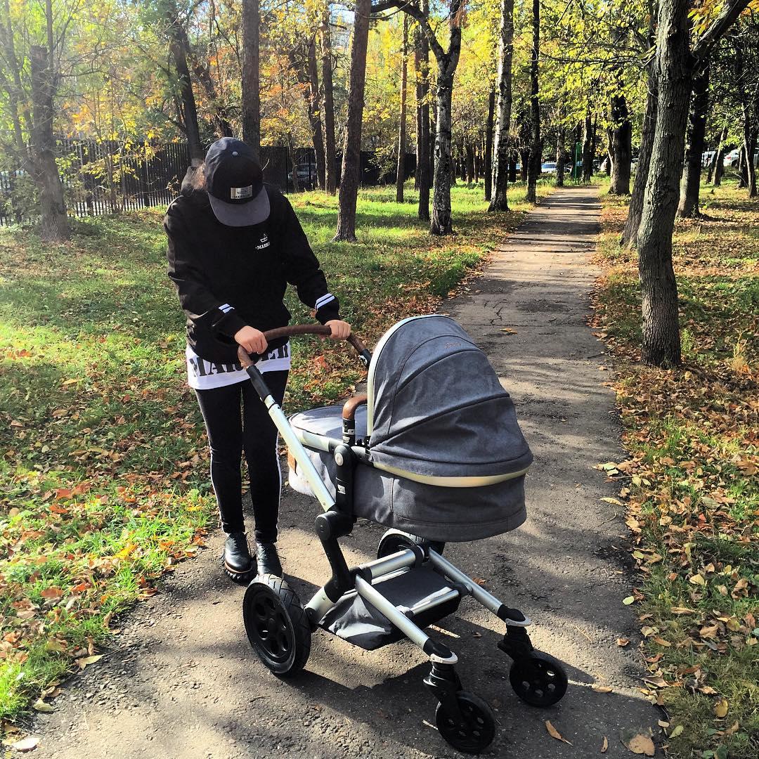 Молодая мама Виктория Дайнеко показала новорожденную дочь