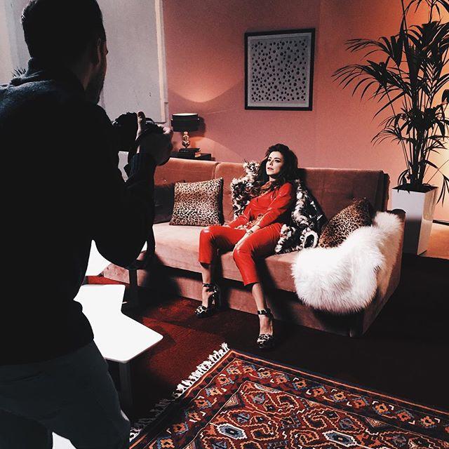 Ани Лорак в сексуальном костюме из латекса снимает новый клип