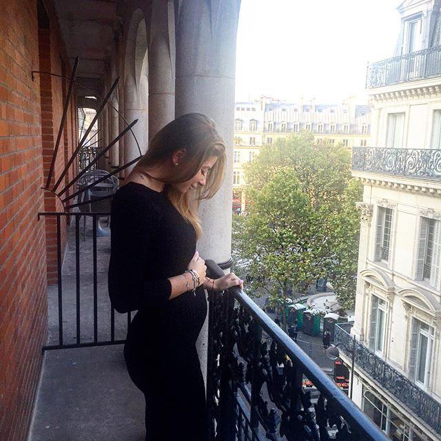 Дочь Юдашкина похвасталась беременным животиком