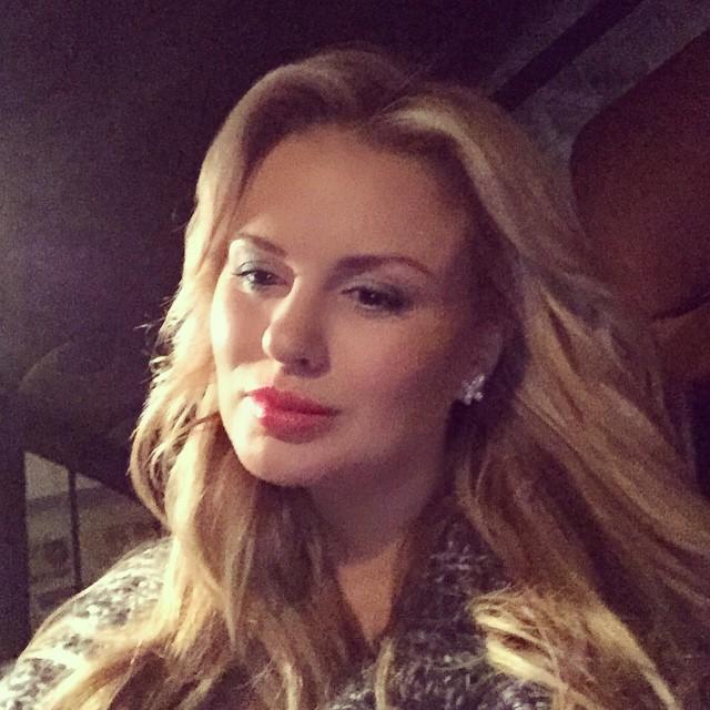 Неожиданный эксперимент: Анна Семенович поменяла цвет волос