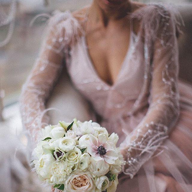 Нежная невеста: Вера Брежнева снялась в свадебной фотосессии