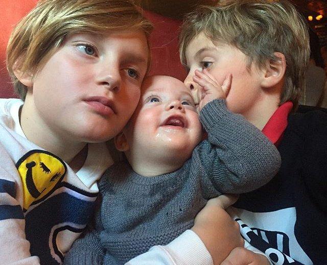 Семейное фото: Лив Тайлер показала троих сыновей