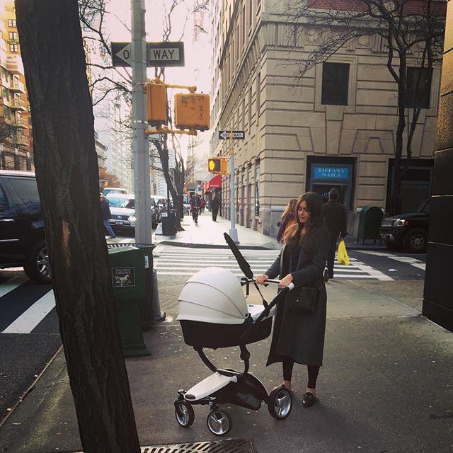 Молодая мама Виктория Крутая впервые вышла в свет после родов
