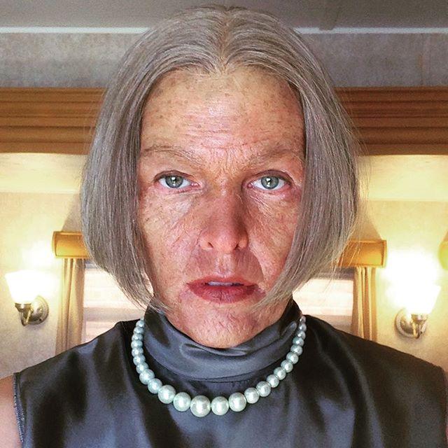 Не узнать: Милла Йовович перевоплотилась в 85-летнюю старушку