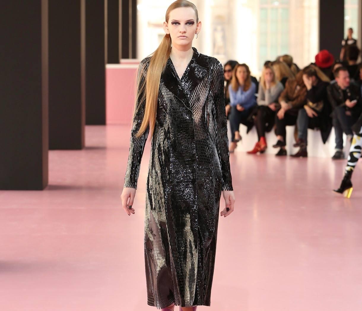 Тина Кароль удивила нарядом от Dior и ультрамодной прической