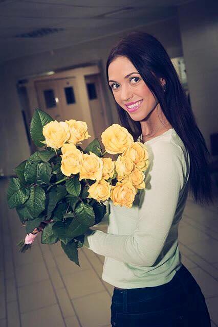 Счастливую маму Славу Каминскую выписали из роддома
