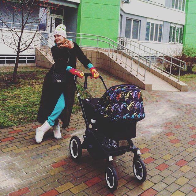 """Счастливая мамочка: Слава из """"Неангелов"""" поделилась забавным фото с детьми"""