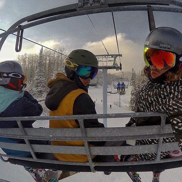 Зима пришла: Джастин Бибер отдыхает на горнолыжном курорте в Польше