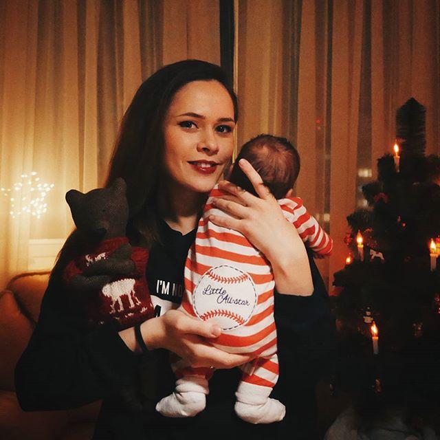 Новоиспеченная мама Юлия Санина поделилась трогательным снимком с маленьким сыном