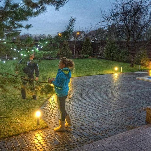 Молодая мама Яна Соломко украсила новогоднюю елку
