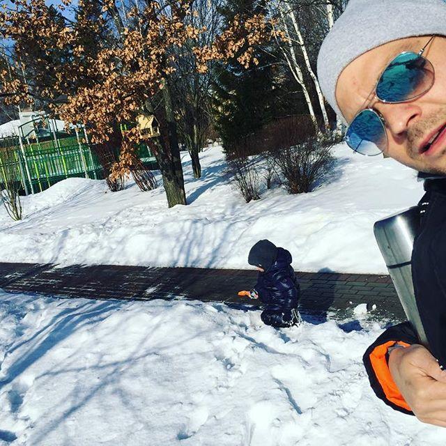 Примерный папочка: Алексей Чадов поделился новыми снимками с сыном