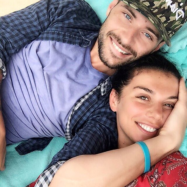 Вся в любви: Анна Седокова поделилась совместными снимками с любимым