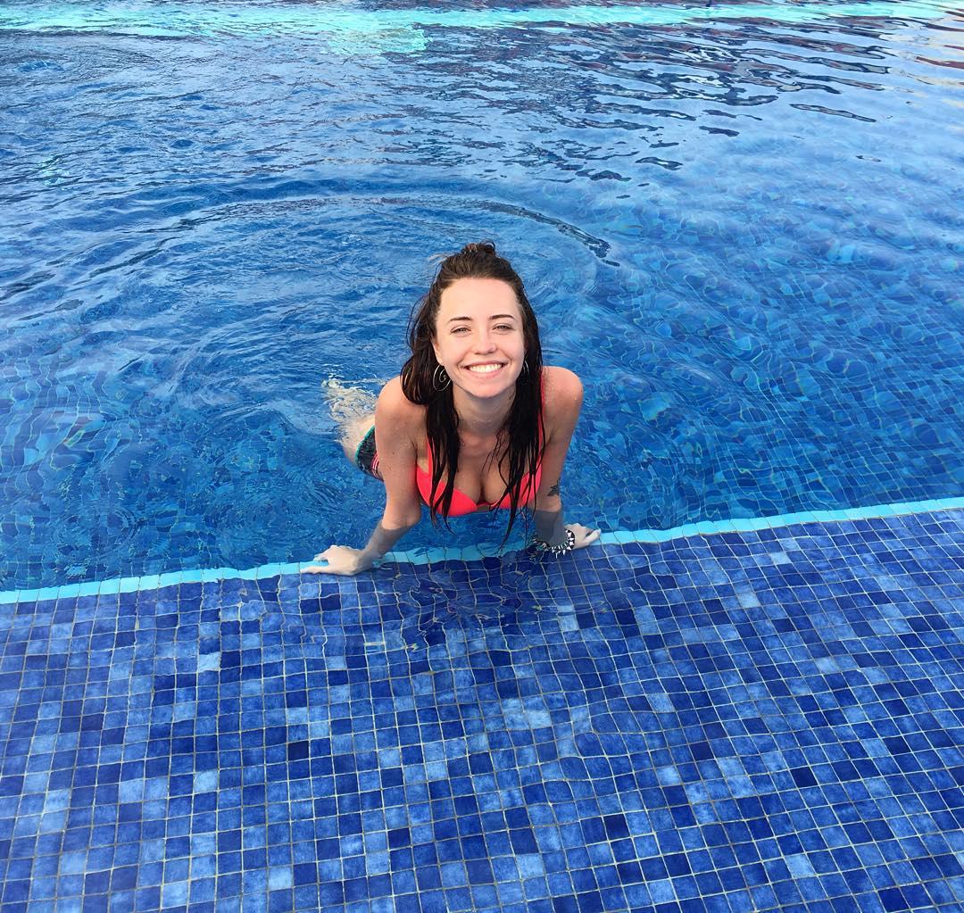Надя Дорофеева показала стройную фигуру в купальнике