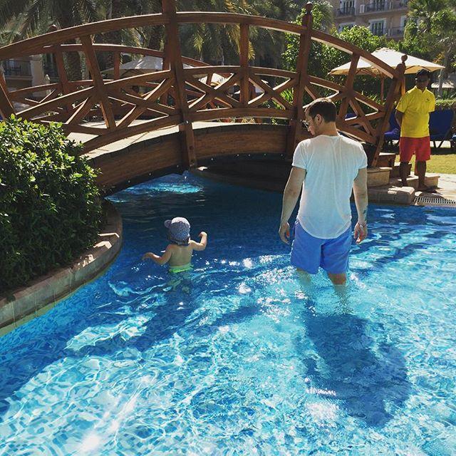 Алексей Чадов отправился отдыхать вместе с маленьким сыном