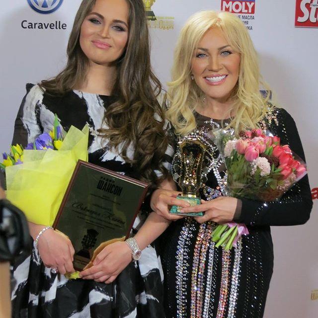 Помолодевшая Таисия Повалий получила премию года в России