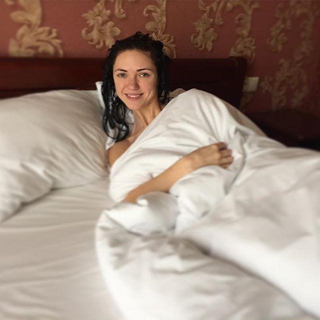 """Сексуальная Вика из """"Неангелов"""" показала, как выглядит по утрам"""