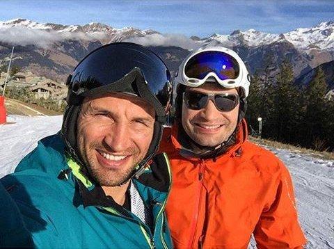 Братское селфи: Виталий и Владимир Кличко отдыхают на горнолыжном курорте