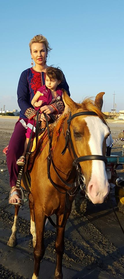 Певица Камалия поделилась семейными фотографиями с отдыха в Пакистане