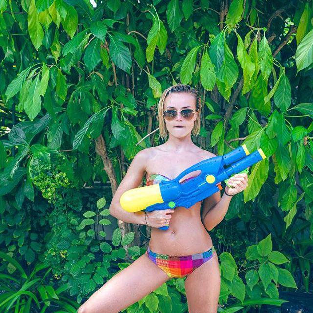 Жаркие снимки: Полина Гагарина поделилась новыми фото с отдыха