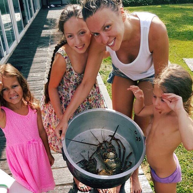 Супермама: Оля Полякова поделилась снимками с детьми на отдыхе