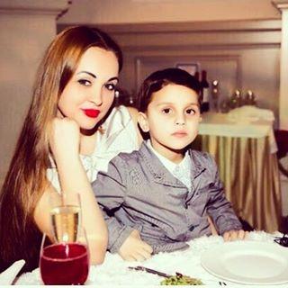 Супруга Александра Бередникова с сыном Марселем