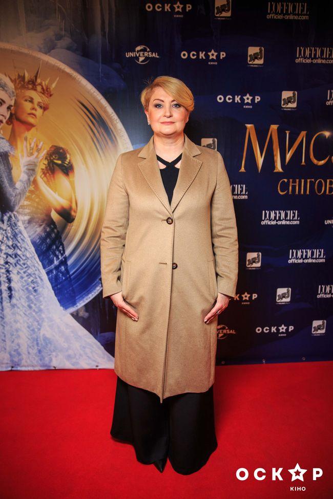 Снежана Егорова сводила детей на премьеру фильма Охотник и Снежная королева