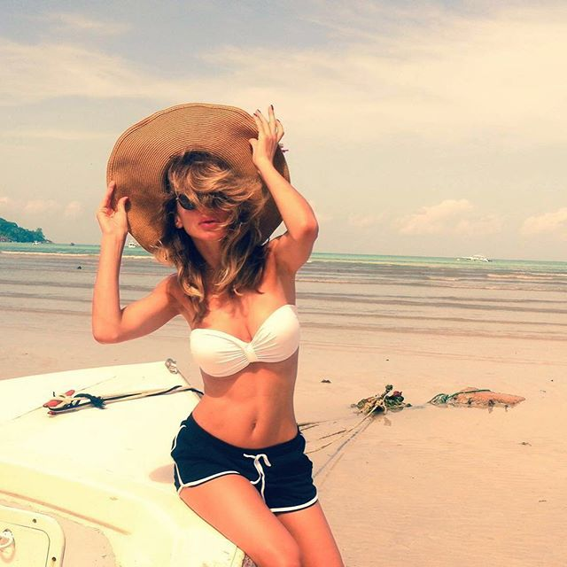 Горячая штучка: Loboda поделилась яркими снимками в бикини