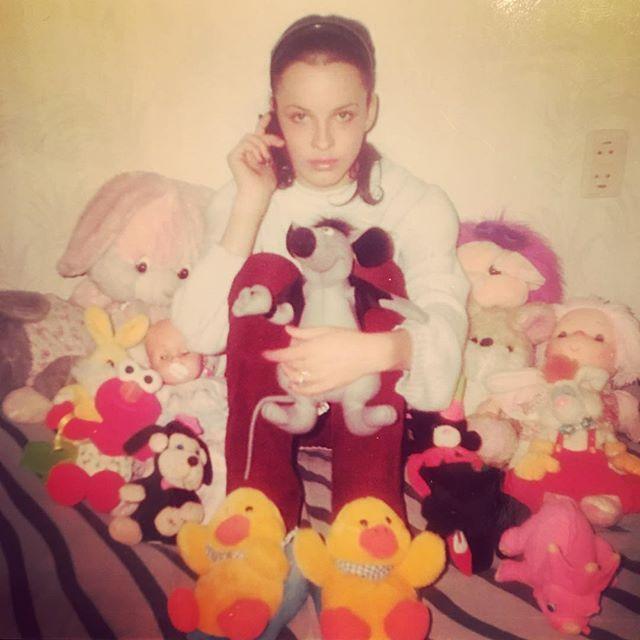 Семейный архив: Даша Астафьева показала, как выглядела в детстве