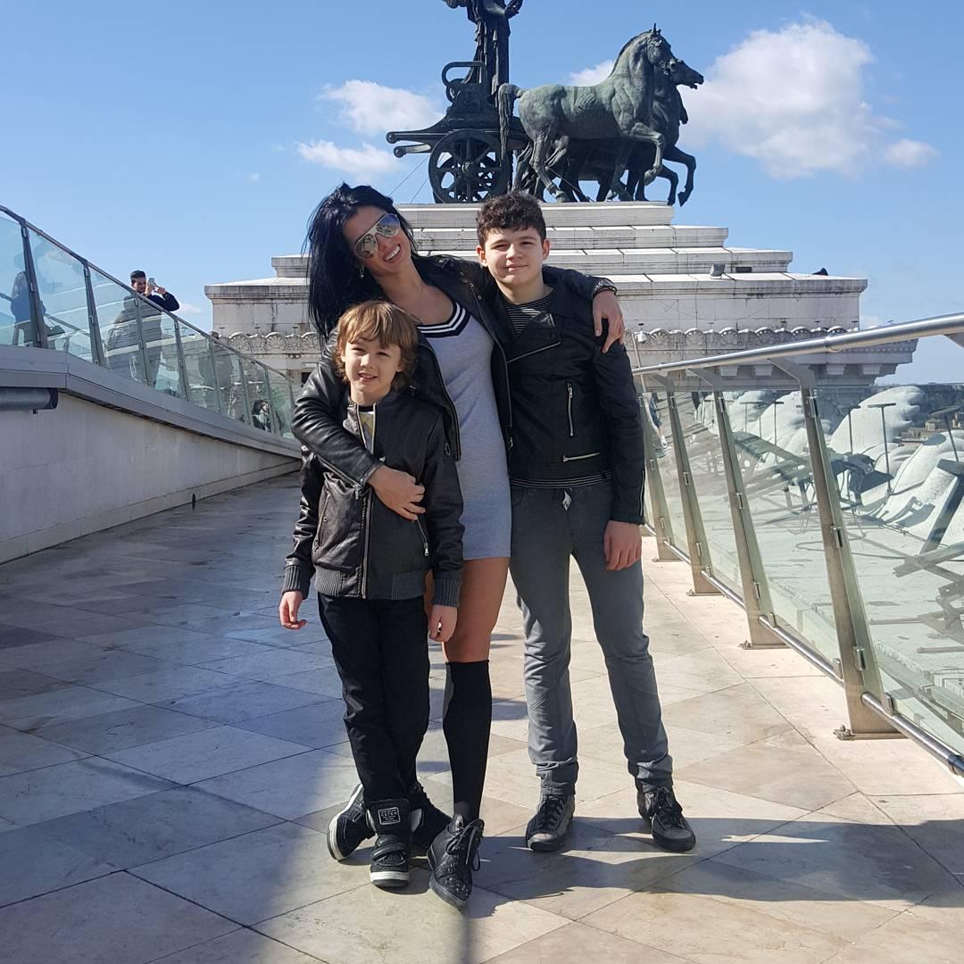 Ольга Романовская с детьми