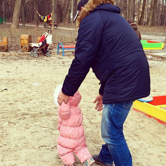"""Жена ведущего """"Танцюють всі!"""" Дмитрия Танковича показала маленькую дочь"""