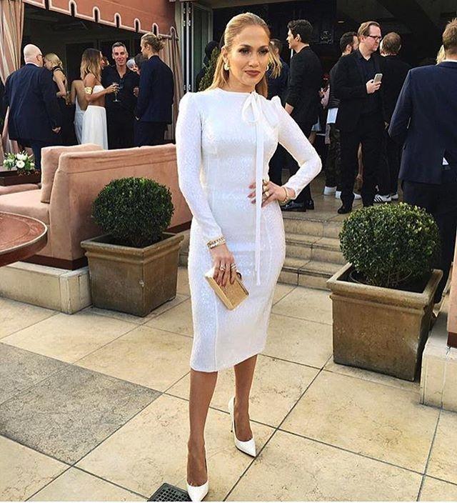 Мисс элегантность: Дженнифер Лопес покоряет публику изысканным нарядом
