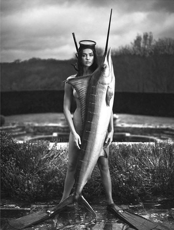 Неожиданно: совершенно голая Ирина Шейк позирует с гигантской рыбой
