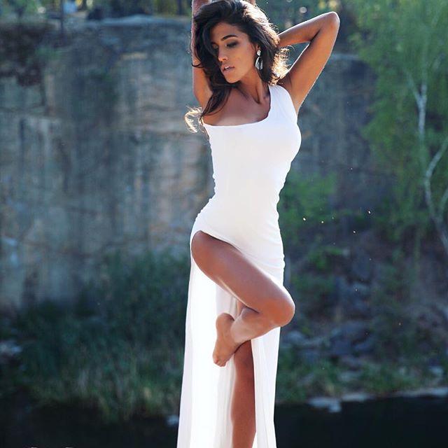 Нежная и сексуальная: Санта Димопулос продемонстрировала шикарную фигуру на новых снимках
