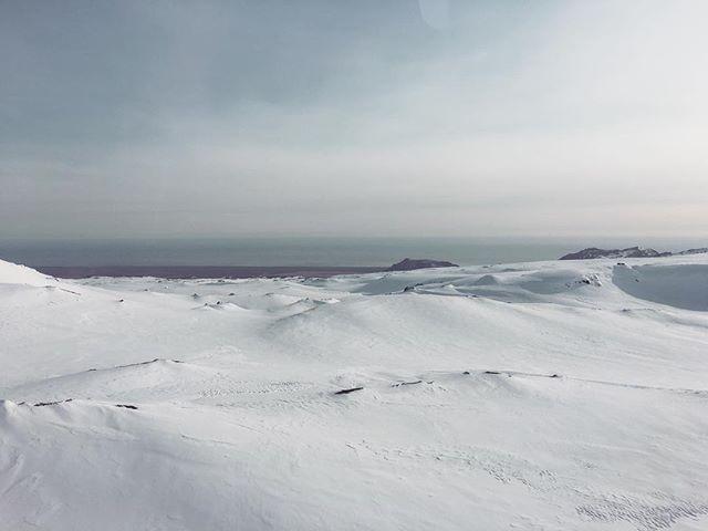 Экстремальное путешествие: Ким Кардашьян побывала на леднике в Исландии