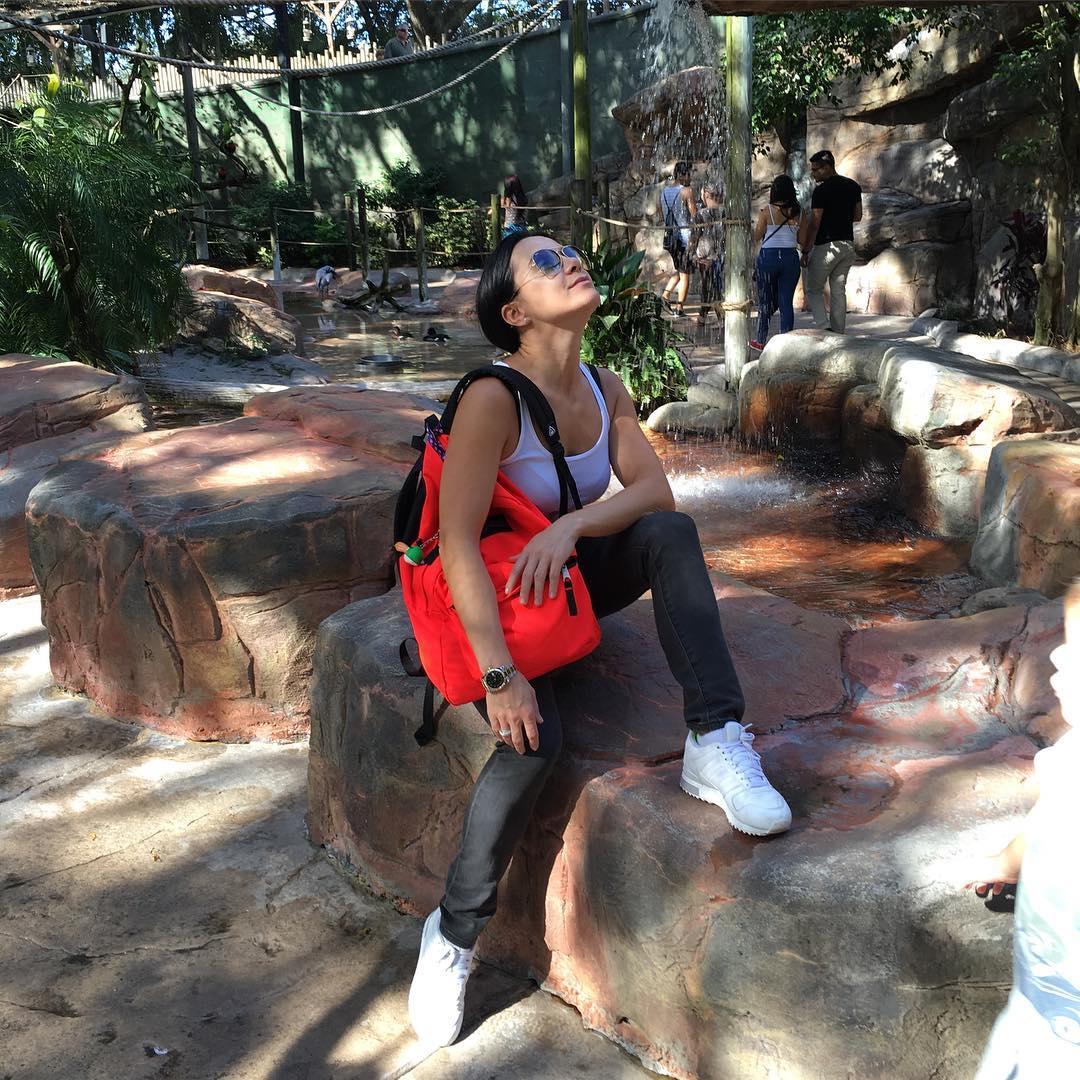 Джинс и кеды навсегда: как одевается в повседневной жизни Лилия Подкопаева