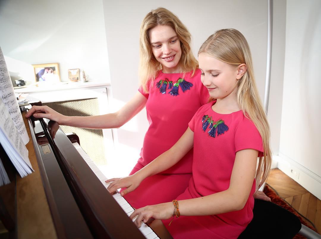 Беременная Наталья Водянова поделилась умилительным снимком с дочерью