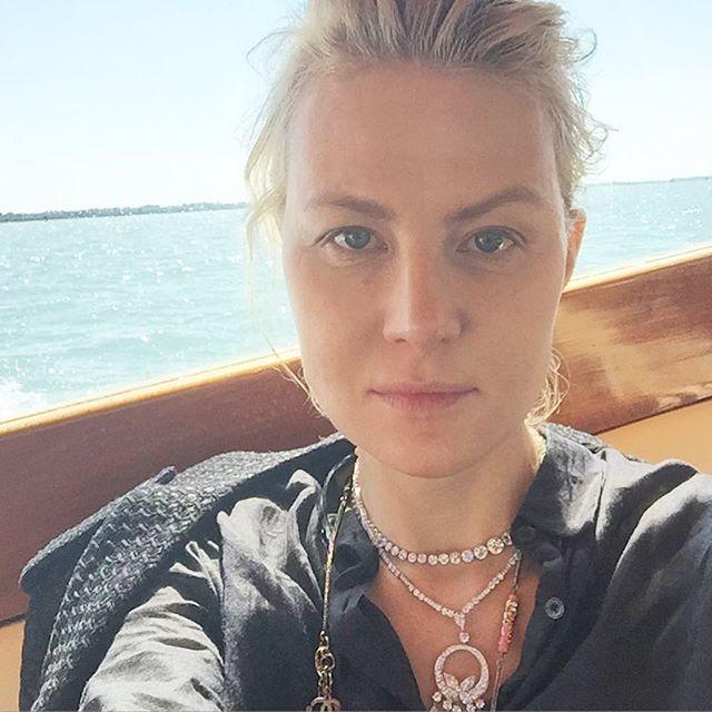 49-летняя Рената Литвинова показала, как можно выглядеть без макияжа