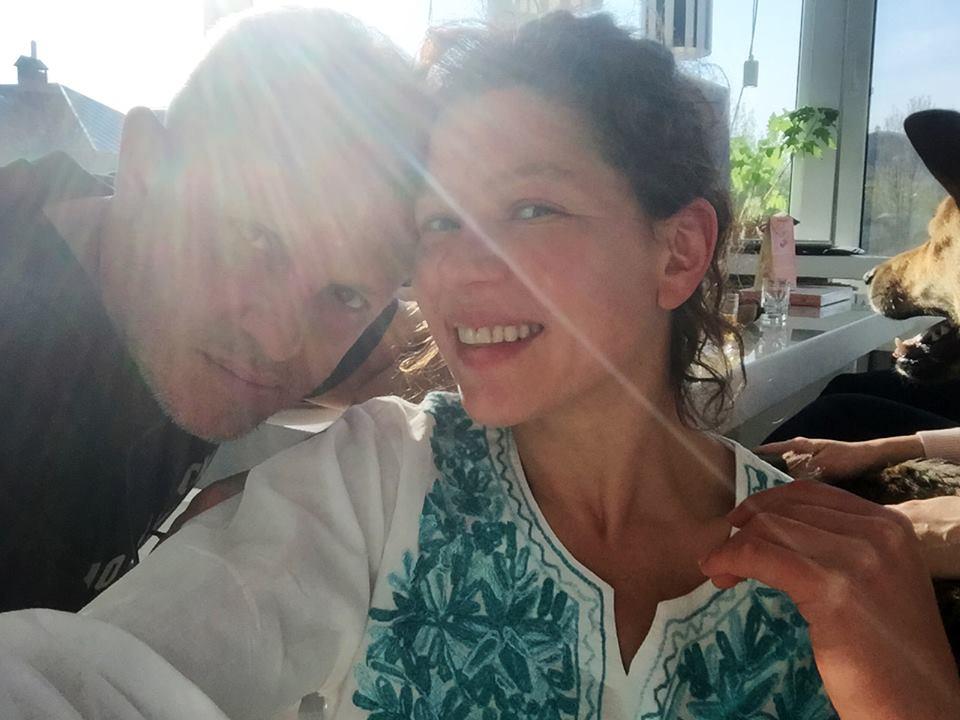 """Руслана поздравила мужа с днем рождения """"дикими"""" танцами и песней о любви"""
