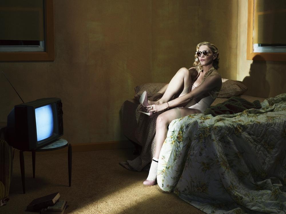 Мадонна шокировала обнаженной грудью