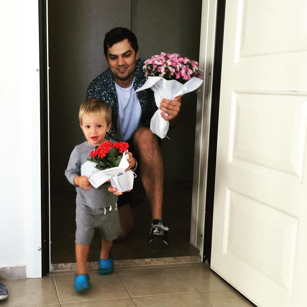 Счастье Холостяка: семейные фото Константина Евтушенко с женой и сыном