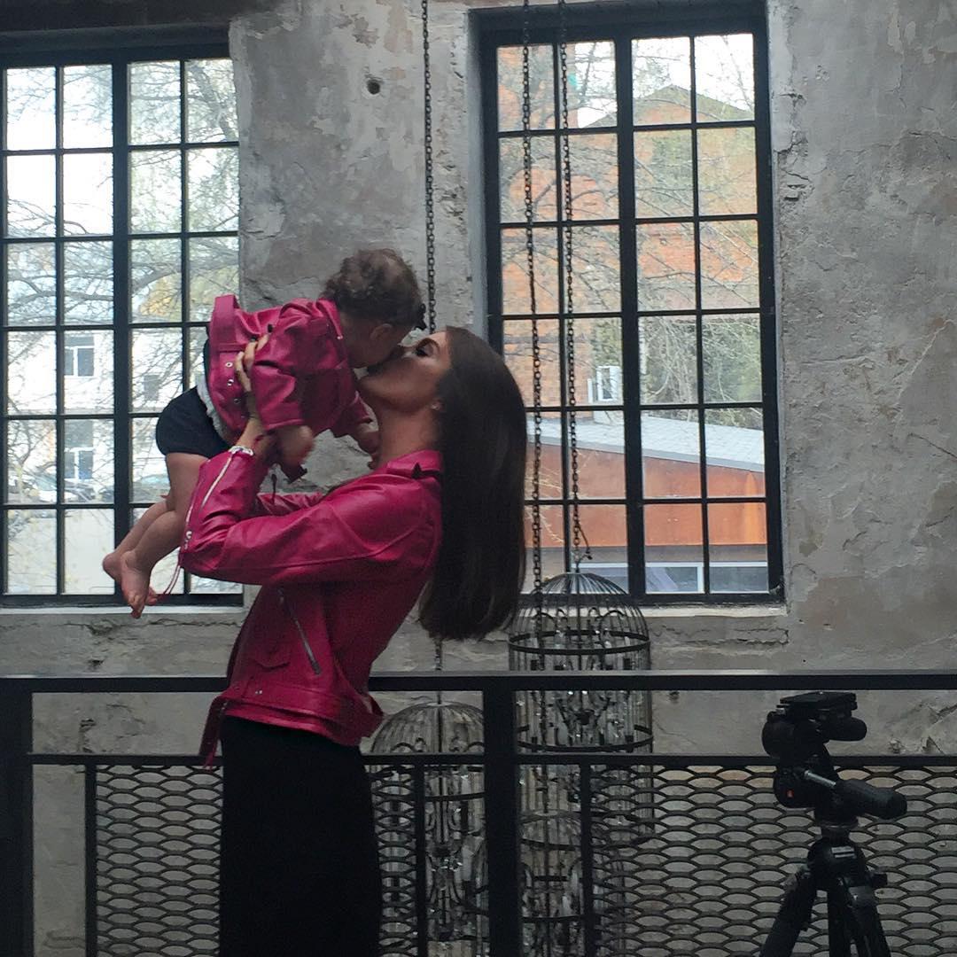 Кети Топурия впервые показала лицо своей маленькой дочери